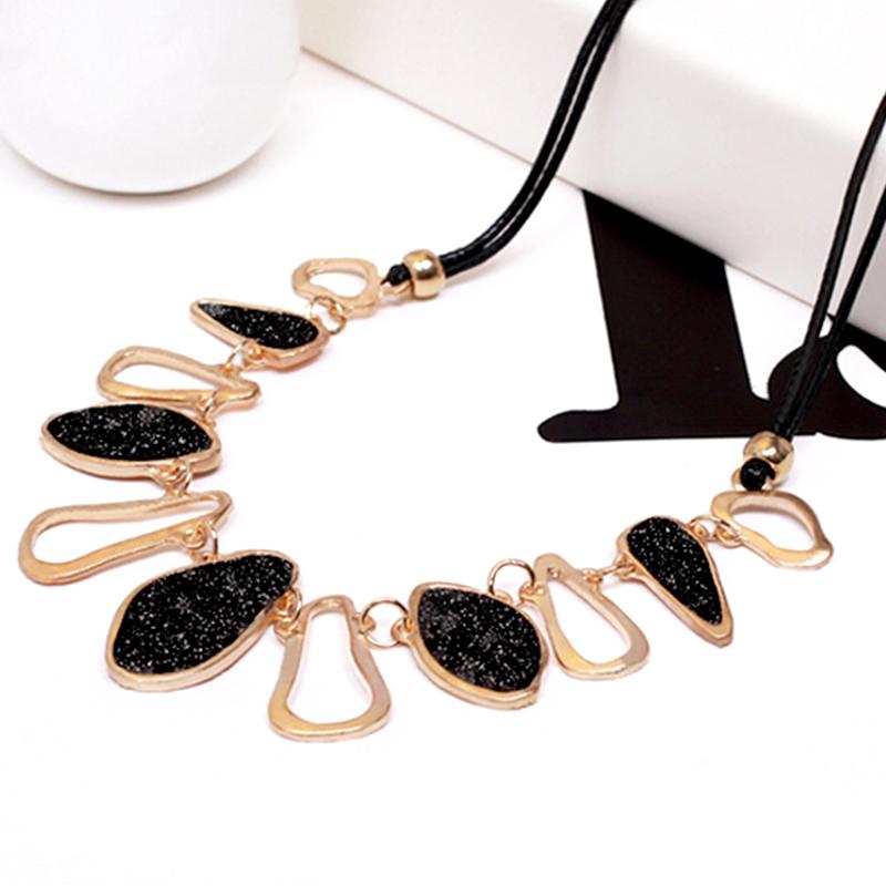 YOUNIQ-Basic Eve Black/White Big Necklace