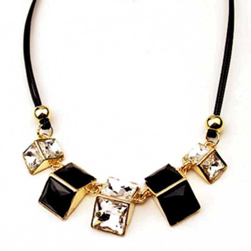 YOUNIQ-Basic Cube Black/Color Big Necklace