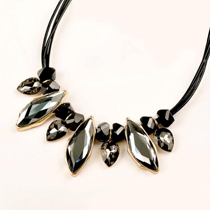 YOUNIQ-Basic Black Gem Women Necklace